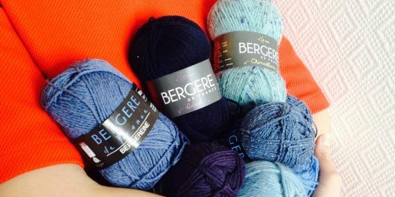 Des petits coeurs bleus en tricot pour le Happy Blue Day