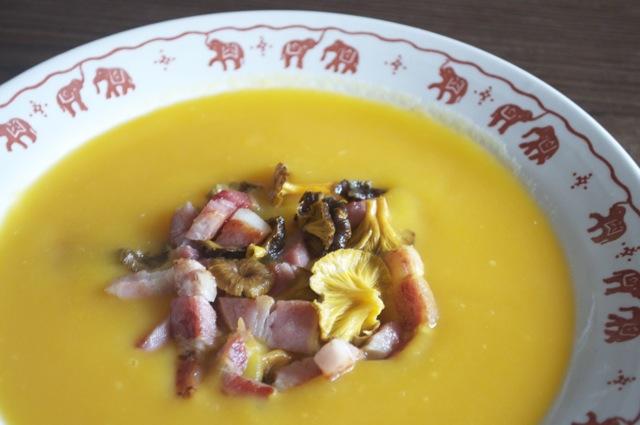 Velouté de courge butternut, chanterelles et lard : Une soupe qui fait aimer les jours de pluie et de froid