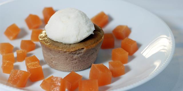 Dessert de saison : fondant de châtaigne, sorbet de poire et petits cubes aux coings