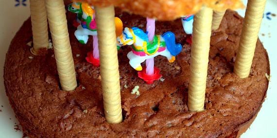 Le gâteau d'anniversaire en forme de manège